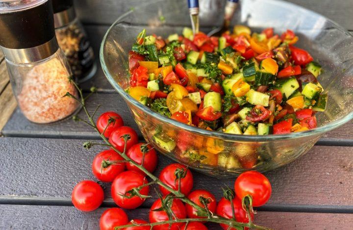 Gurk- och tomatsallad