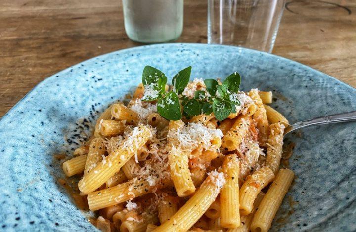 Pasta med zucchini- och bönröra
