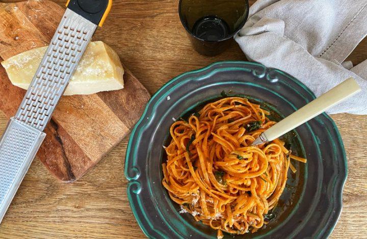 Spaghetti med tomat- och kaprissås