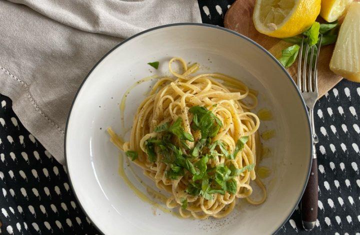 Spagetti med sardeller, citron och peccorino