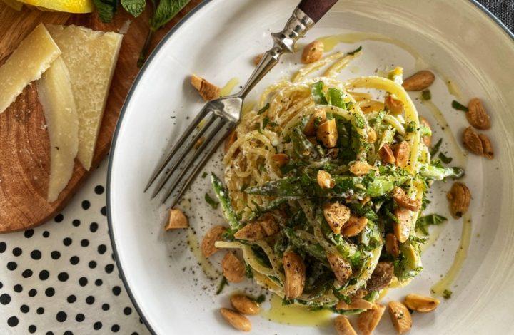 Spagetti med sparris, Ricotta och rostad mandel