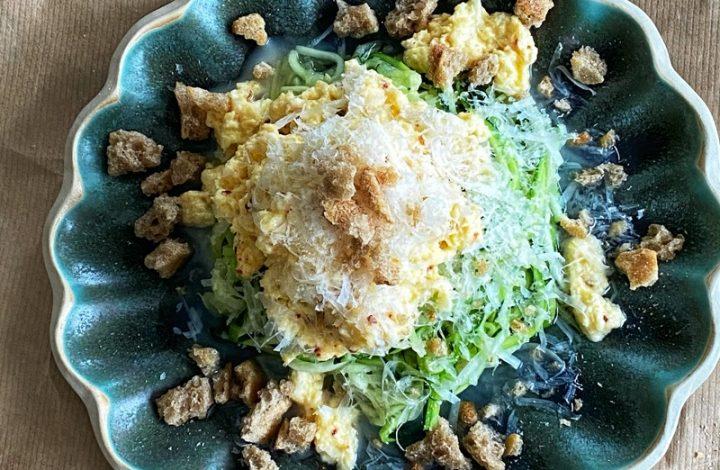 Zucchinipasta med ägg- och ricottacreme